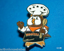 HOOTERS RESTAURANT FIVE STAR CHEF HOOTIE WITH SPOON COOK/COOKING LAPEL PIN
