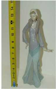 """Lladro Claudette #5755 Elegant Lady Retired in 1993 Approximately 14"""""""