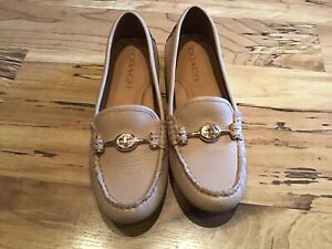 COACH Arlene Turn lock Size 6 Pebble Leather Flat Loafers Mocassins Tan Beige