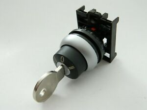NEW Eaton M22-WRS3-A11 Maintained Selector Switch 3 pos. Removable Key Left Only