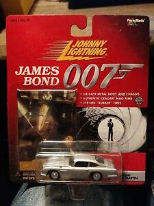 JOHNNY LIGHTNING 2000. JAMES BOND - Goldfinger. Aston Martin CAR & CARD.