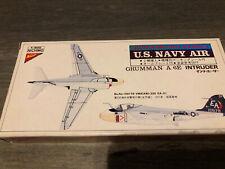 Nichimo 1/300 escala F-8E Crusader y A-6E Intruso Kit