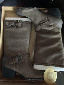 Born Mollie Boots Size 39/ US 8 NWB