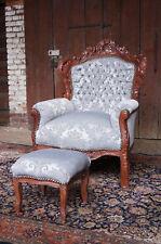 grand fauteuil avec tabouret style baroque Louis XV d'un château à Bordeaux