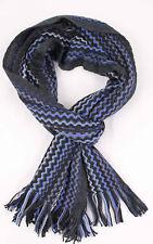 Klassischer Strickschal aus 100% Merinowolle mit Fransen blau Zick Zack Muster