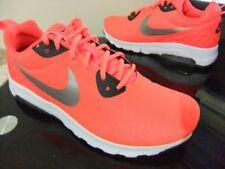 Chaussures orange Nike pour fitness, athlétisme et yoga