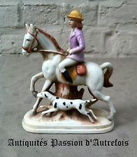 """B2016452 - Figurine """" cavalière avec chien """" en biscuit de porcelaine 1950-70"""