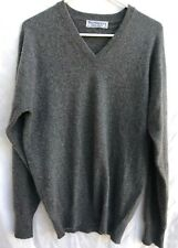 Burberrys Vintage Mens Made In Scotland Gray V Neck Cashmere Sweater Size 36