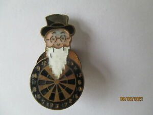 YOUNGER BEER BREWERY VINTAGE FATHER WILLIAM & DARTBOARD  ENAMEL LAPEL BADGE.