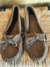 Minnetonka Brown Suede Leather Slip On Moccasins Kilty Hard Sole Womens 8