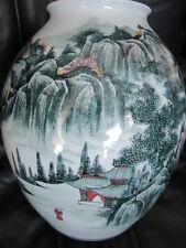 BEAUTIFUL CHINESE JINGDEZHEN PORCELAIN Vase Green Jing de Zheng Hand Painted VTG