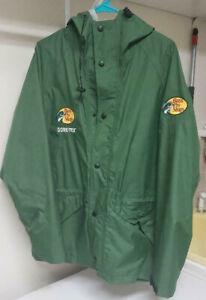 Bass Pro Shops Gore-Tex Rain Fishing Jacket with hood Size Medium Hunting Jacket