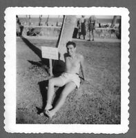 Vintage 1950s Photo Snapshot HANDSOME SHIRTLESS GUY SITTING ON THE GRASS