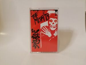 THE MISFITS ~ JAPANESE HELL BOOTLEG (RED) CASSETTE TAPE. NOFX AFI HORROR PUNK