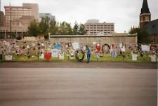 FOUND PHOTO Oklahoma City Bombing Aftermath MAKESHIFT MEMORIAL Color 99 5 ZZ