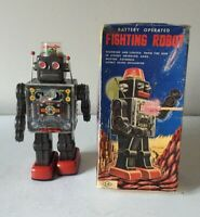 """VINTAGE HORIKAWA TINPLATE """"FIGHTING ROBOT"""" BATTERY OPERATED WORKING BOXED 1960s"""