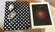 *GRADE- A*Apple iPad 2 16GB, Wi-Fi, 9.7in - White.NEW Accessories+ Extra
