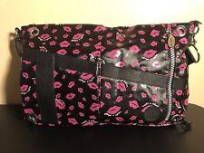 KIPLING - Fergie Large Purse Bag w/Black Pink Lips Insulated, EUC