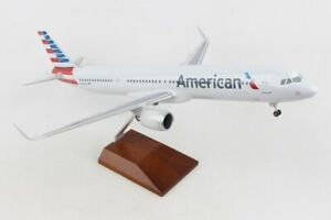 Skymarks Supreme AMERICAN Airbus A321NEO 1/100 W/WOOD STAND & GEAR SKR8422