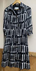 Women's Button Through Shirt Dress in Mono Chrome Print By Austine Reed 8uk