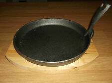 Pizza serving tray with wooden base Cast Iron Skillet Sizzler Pan 28cm * 26cm