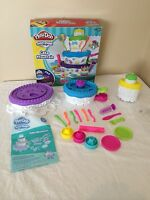 Play Doh Sweet Shoppe Cake Mountain Play Set with Original Extruder