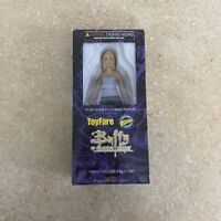 BUFFY the VAMPIRE SLAYER TOYFARE EXCLUSIVE BUFFY ACTION FIGURE 2001 WIZARD