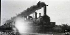 photo ancienne . film négatif . train . locomotive