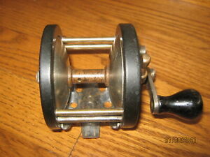 VINTAGE UNKNOWN SALTWATER BAIT CASTING FISHING REEL WELL BUILT