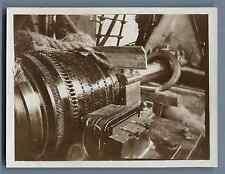 Ancienne machine industrielle  Vintage silver print. Old industrial machine  T
