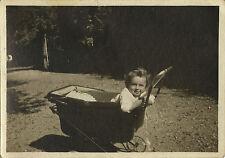 PHOTO ANCIENNE - VINTAGE SNAPSHOT - ENFANT BÉBÉ MODE LANDAU COIFFURE DRÔLE -BABY