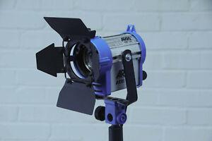 ARRI 150 Watt Tungsten Fresnel Light w/Barndoors **MINT**