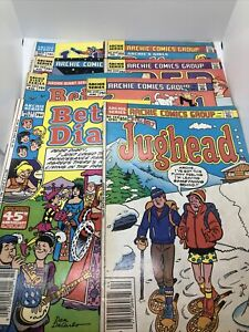 8 Comic Book LOT OF ARCHIE, JUGHEAD, BETTY AND VERONICA, Pep Vintage 80s