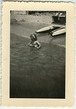 PHOTO ANCIENNE - FILLE MER PÉDALO HUMOUR - GIRL SEA BEACH FUNNY-Vintage Snapshot