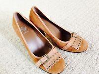 EUC Women's Yellow Box Oxford Suede Leather Heel Pump-size 9