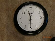 14 Inch round Atomic clock black and white keeps excellent time battery powered