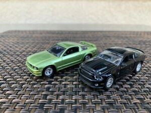 Johnny Lightning 2005 Ford Mustang - Shelby Collectibles '12 GT500 Super Snake