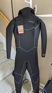 NWT Patagonia Women's R4 Yulex Front Zip Hooded Full Wetsuit Size 6 MSRP $549