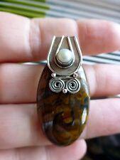 Joli pendentif en ARGENT 925 avec OEIL DE TIGRE de fer avec cordon noir offert