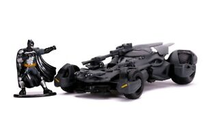 Justice League Movie - Batmobile with Figure 1:32 Scale Hollywood Ride
