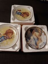 Perfect gift New Avon 3 Mothers Day Plates in original boxes1982 , 2003 , 1982