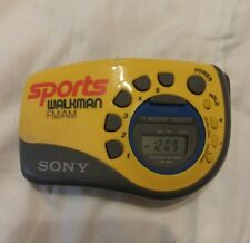 288066bcb0b Amarelo SONY Sports WALKMAN SRF-M78 Am fm Rádio-Relógio De Pulso Braço  Portátil Cinza Jog