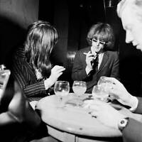 OLD MUSIC PHOTO Roger Mcguinn Of The Byrds Is Interviewed At A London Hotel