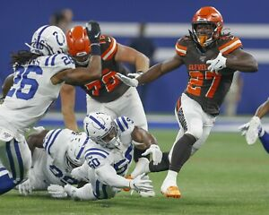 KAREEM HUNT 8X10 PHOTO CLEVELAND BROWNS PICTURE NFL FOOTBALL