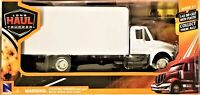 New Ray - 1:43 Scale Long Haul Trucker International 4200 Box Truck (BBNR15903)