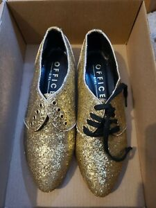 Woman's Office Shoes Sparkly Gold Size 4