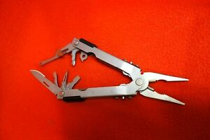 Gerber Stainless Steel Multi Tool in Nylon Case 12 Tool Excellent