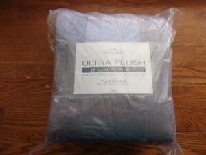 Berkshire Blanket Ultra Plush Blanket - Soft & Cozy - Light Gray