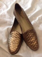 Trotters Women Gold Woven Leather Flats, 7.5M pointed Toe Cap