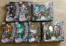 New Monster High Frights Camera Action Hauntlywood 5 Dolls + 2 Play Set Bundle